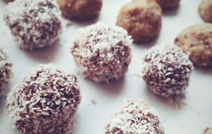 Vegan dadel-noten-kokosballetjes